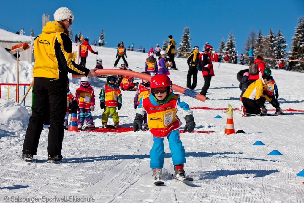 Ihre kinder werden im rahmen eines skikurses direkt vom hotel abgeholt