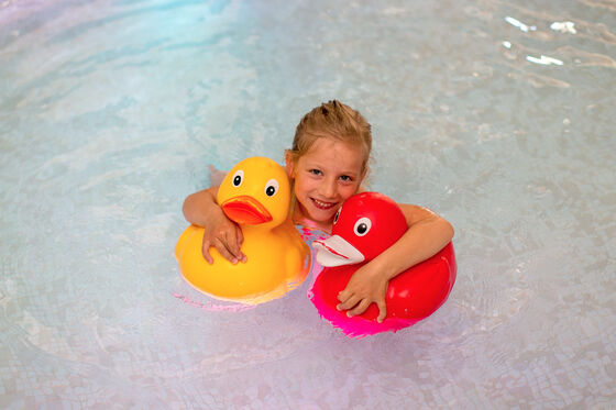 Family vacation with children swim course at Hotel Felsenhof